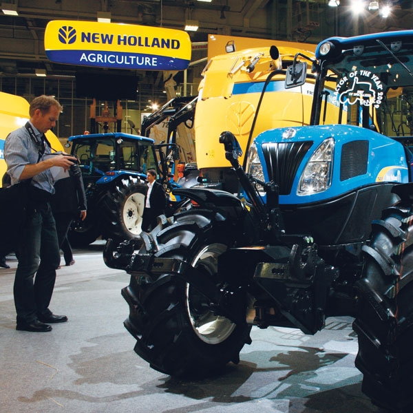 eima-show-in-italy-new-holland-agriculture-history-2008