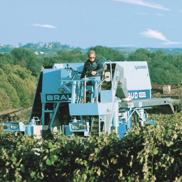 braud-first-grape-harvester-1020-new-holland-agriculture-history-1975