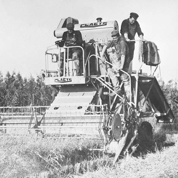 claeys-launches-first-european-combine-new-holland-agriculture-history-1952