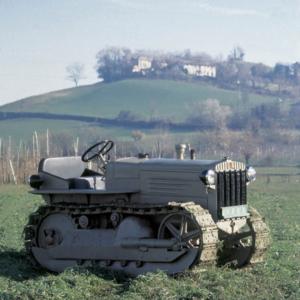new-fiat-crawler-tractor-new-holland-agriculture-history-1939