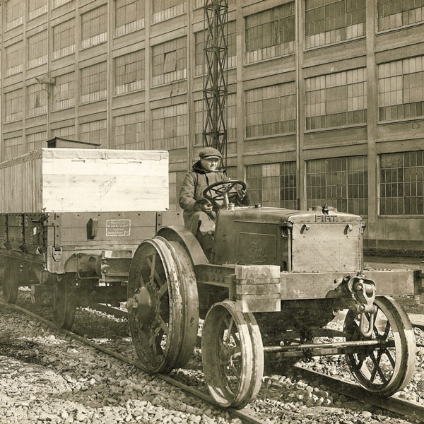 fiat-selling-tractors-rate-1000-units-a-year-new-holland-agriculture-history-1929