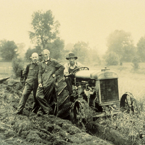 ford-prototype-gasoline-powered-tractor-new-holland-agriculture-history-1907